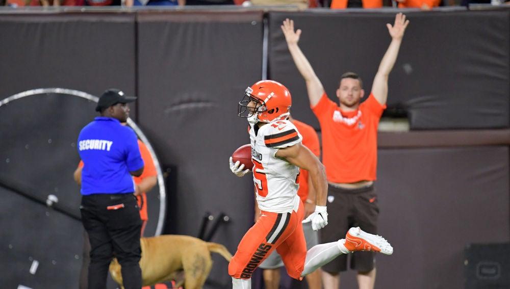 Damon Sheehy-Guiseppi, anotando un touchdown