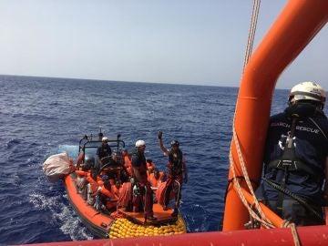 Rescate en aguas internacionales, frente a las costas de Libia, de 85 personas