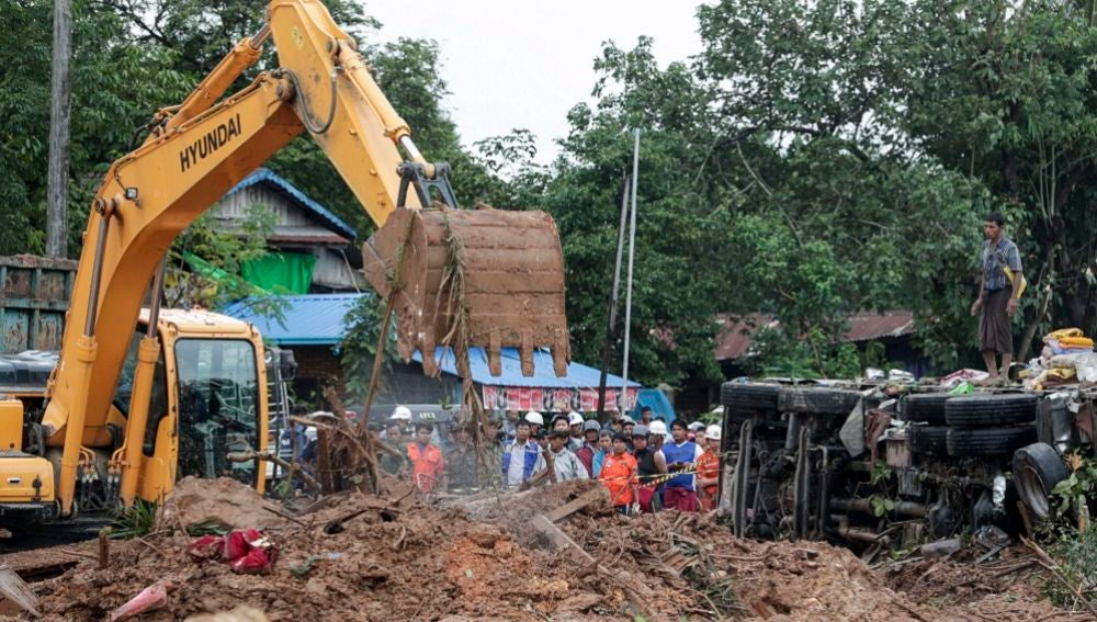 Un desplazamiento de la tierra deja al menos 30 muertos en la ciudad de Paung en Birmania