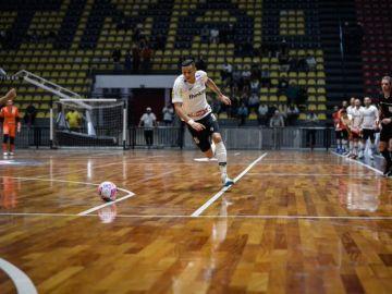 Douglas Nunes, durante un partido
