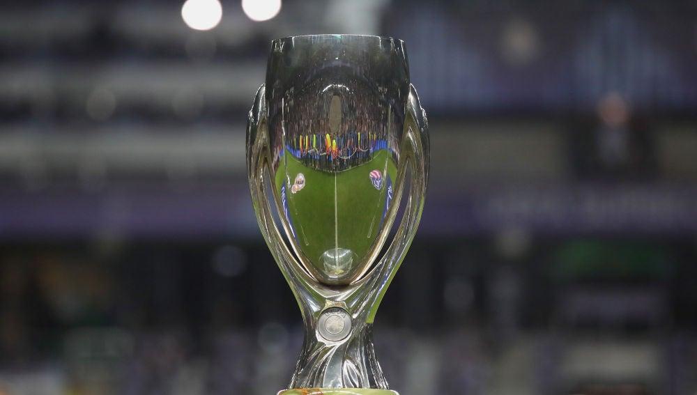 El trofeo de la Supercopa de Europa