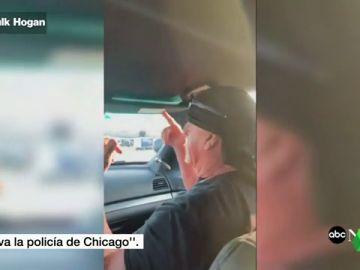 Investigan la actuación de un agente que 'paseó' a Hulk Hogan en un coche patrulla