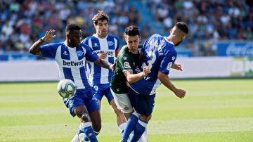 Momento del partido entre Alavés y Espanyol