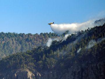 Varios medios aéreos descargan agua sobre el Parque Natural de Tamadaba
