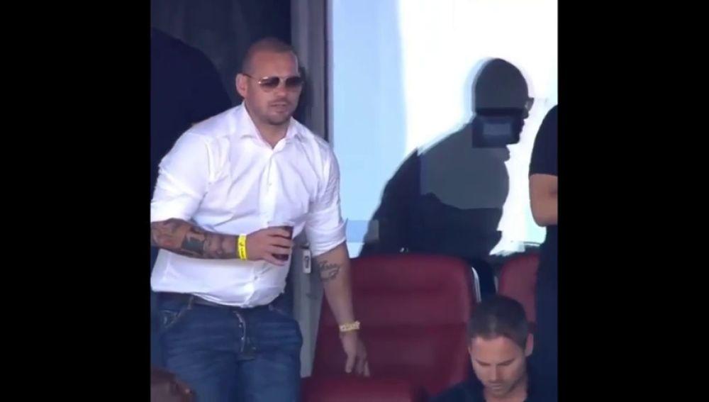 La panza de Wesley Sneijder revienta las redes
