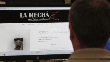 """Un usuario navega por la página web de Magrudis, que comercializa la carne mechada """"La Mechá"""""""