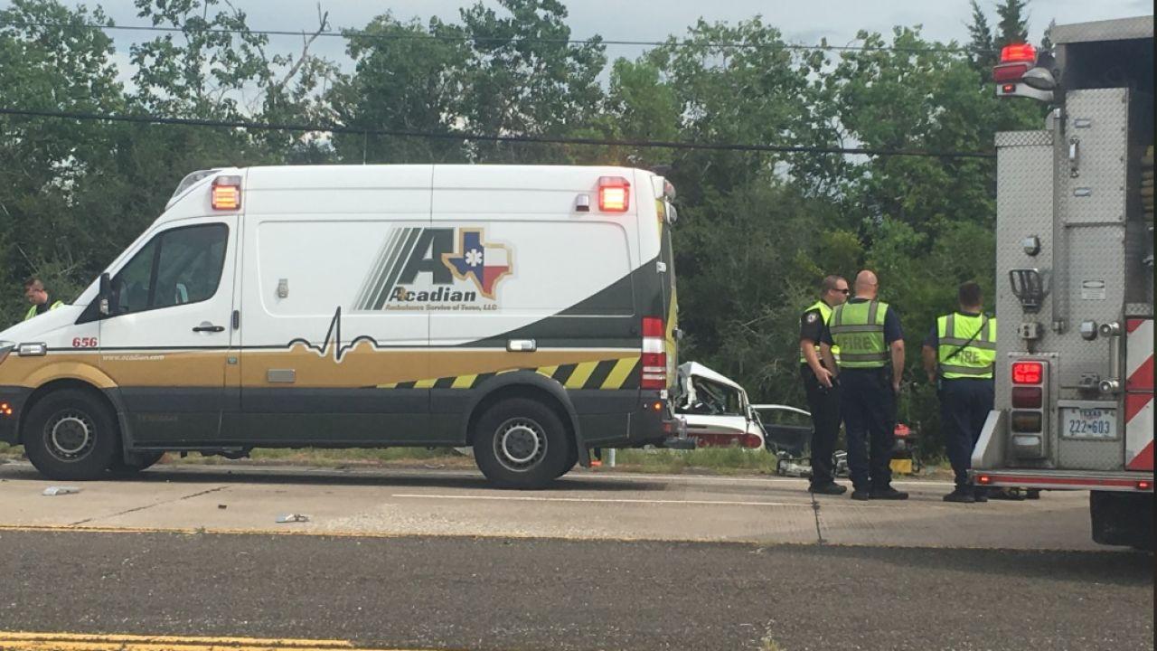 Muere una pareja recién casada al colisionar con un camión
