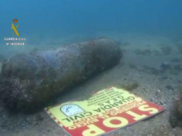Los artificieros de la Armada explosionarán el proyectil hallado en una playa de Barcelona