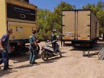 Exteriores de una rave en Ibiza