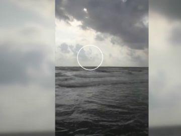 Vídeo del momento exacto en el que un avión del Ejército se estrella en el mar en La Manga