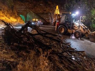 Una tromba de agua colapsa la localidad abulense de Las Navas del Marqués