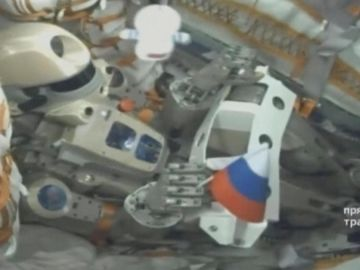 El androide Fiódor en la nave Soyuz MS-14.