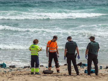 Efectivos del 112 de la Región de Murcia y agentes de la Guardia Civil buscan restos del C-101