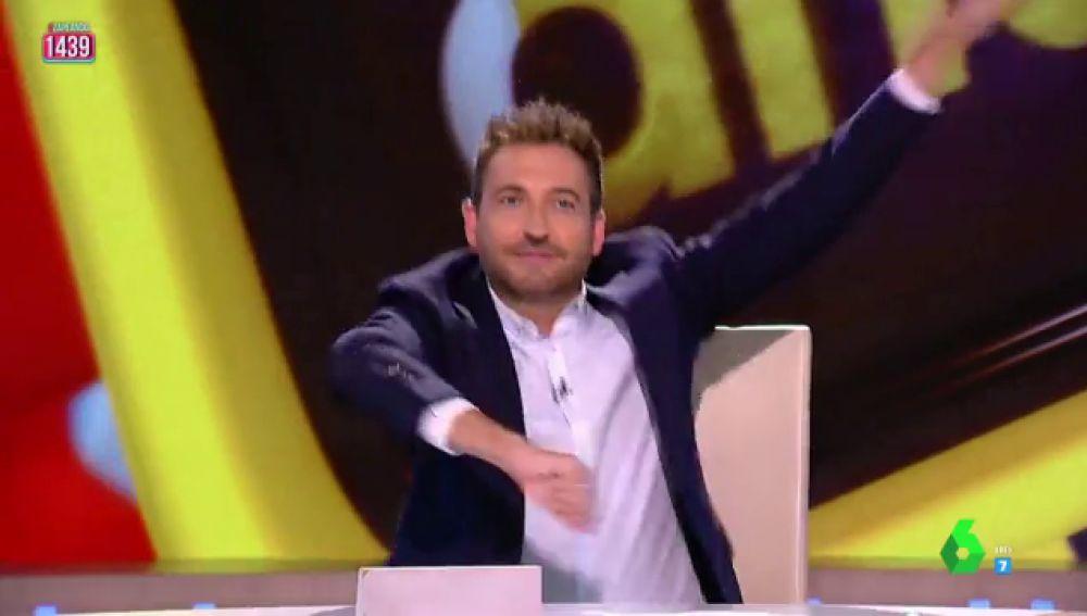 """La actuación de Frank Blanco al ritmo del 'Yo Quiero Bailar' de Sonia y Selena: """"Me vengo arriba, salto de la silla"""""""
