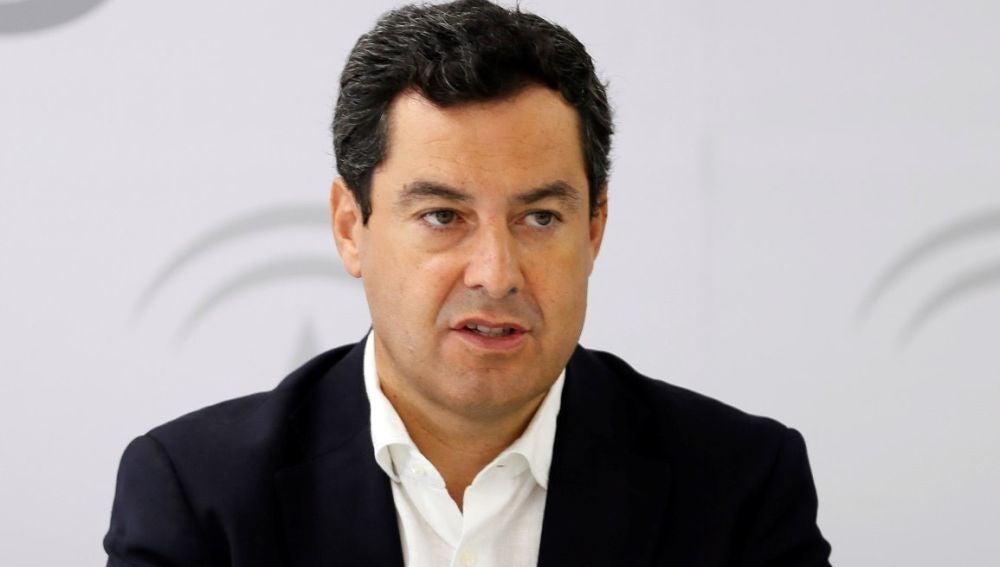 Juanma Moreno, ante los medios