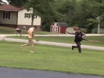 Un joven asesina a su hermana, su madre y su sobrino de un año y huye desnudo