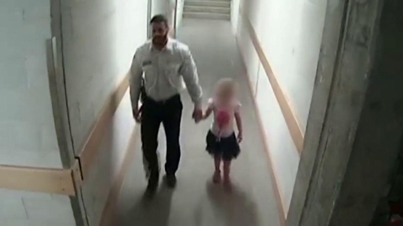 Condenan a un vigilante de seguridad a cuatro años de prisión por abusar sexualmente de una niña que se había perdido | LA SEXTA TV - NOTICIAS [0:44x480p]->
