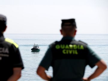 Policía y Guardia Civil en la Barceloneta