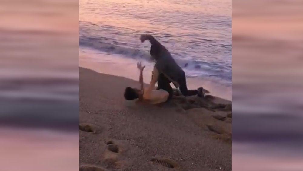 Brutal pelea en la playa de la Barceloneta