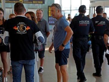 Jusapol hace campaña entre los turistas para defender que España es segura