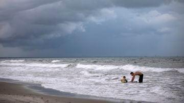Tormentas en las playas por la llegada del huracán Dorian