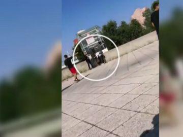 El vídeo que muestra el momento en el que varios viandantes neutralizan al autor del ataque en Lyon