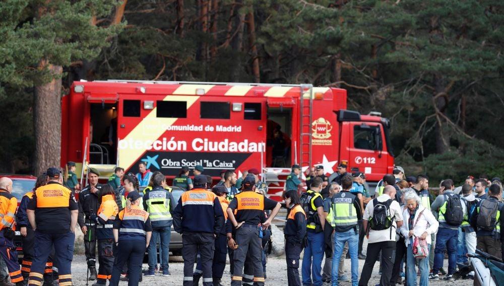 La Policía, la Guardia Civil, los organismos de emergencias y voluntarios momentos antes de reanudar la búsqueda