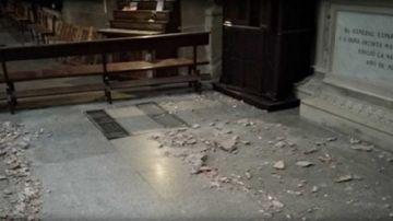 Imagen de los cascotes que se han desprendido en la concatedral de Logroño