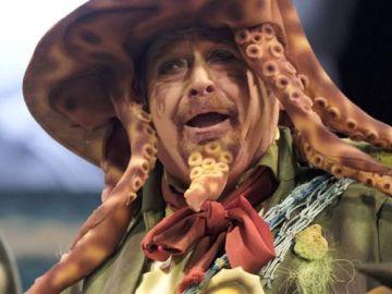 Manolo Santander, durante una actuación con la chirigota en el Carnaval de Cádiz