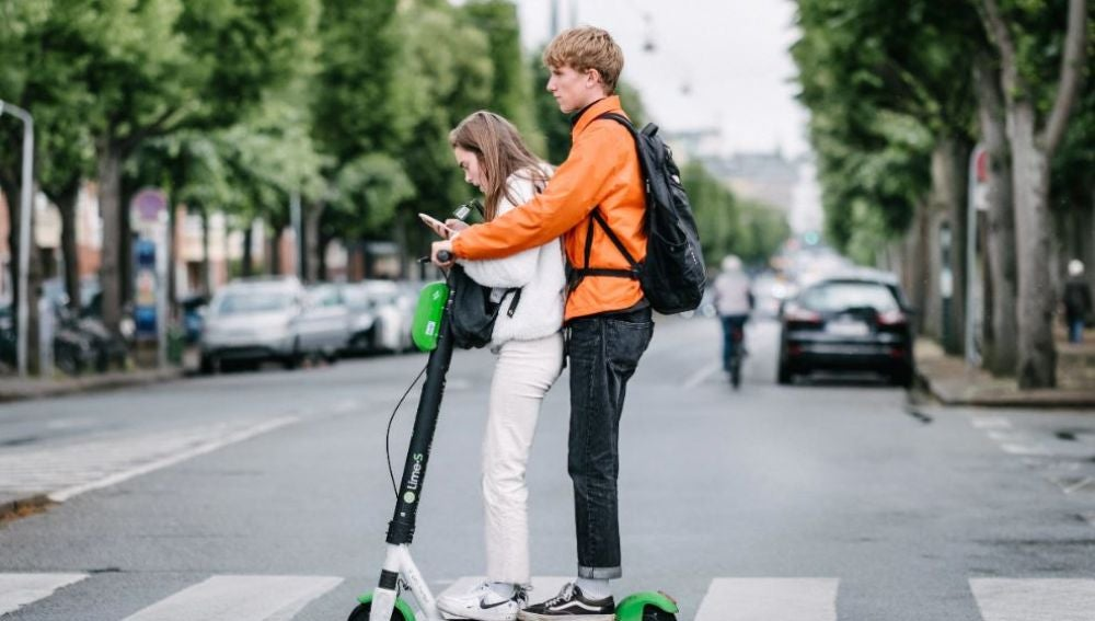 Disenan asfaltos inteligentes para aumentar la seguridad de los patinetes electricos