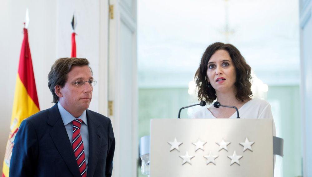 El alcalde de Madrid, José Luis Martínez-Almeida, y la presidenta de la Comunidad de Madrid, Isabel Díaz Ayuso