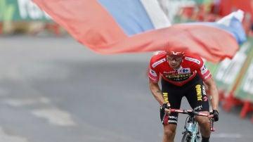 Roglic, con el maillot rojo de la Vuelta