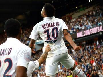 Neymar marca con el PSG