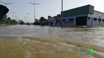 Un equipo de laSexta, testigo directo del impresionante nivel del agua en Dolores, Alicante