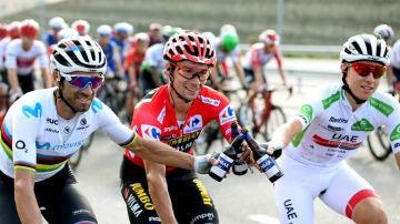 De izquierda a derecha: Valverde, Roglic y Pogacar