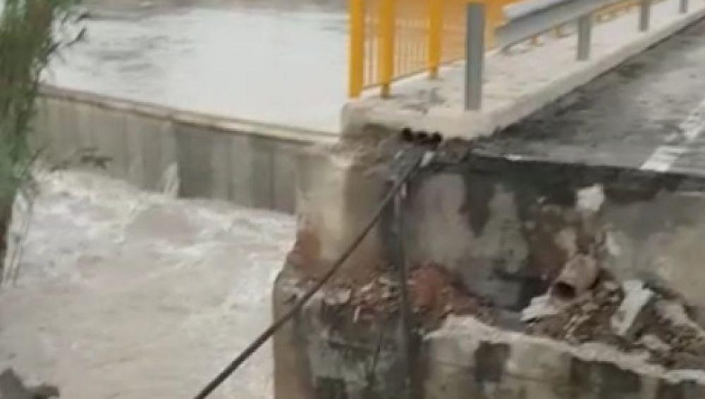 Rotura de un puente de la zona tras la devastadora gota fría