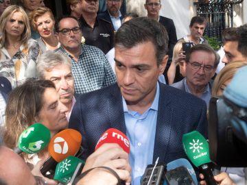 El presidente del Gobierno en funciones, Pedro Sánchez, hace declaraciones ante los medios