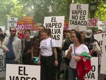 Más de 2.000 personas se manifiestan a favor del vapeo frente al Ministerio de Sanidad