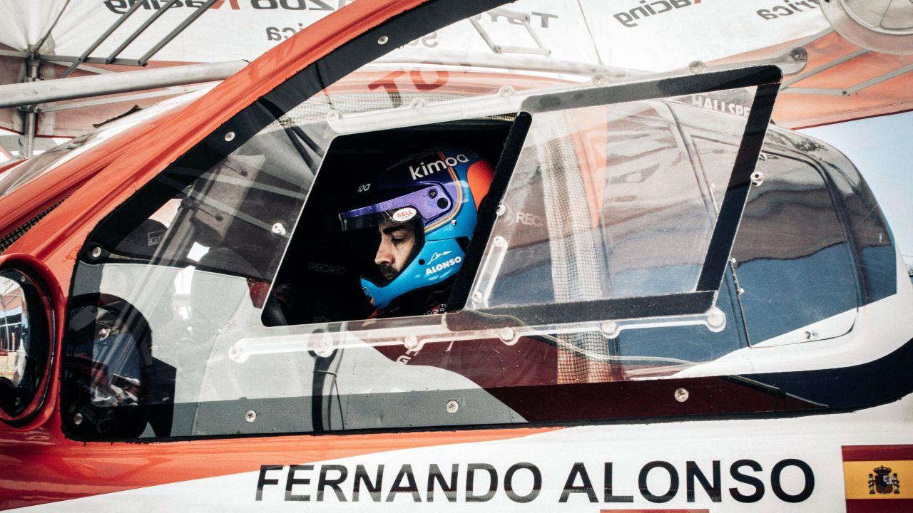 Fernando Alonso, en su Toyota Hilux