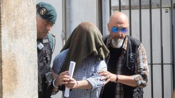 El triple asesino de Valga a la salida del juzgado