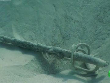 Encuentran por casualidad 11 sables del siglo XIX en el fondo del mar en Formentera