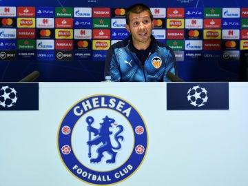 Celades, ante los medios antes del partido contra el Chelsea