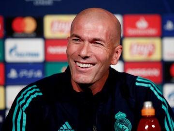 Zidane, sonriente en rueda de prensa previa al partido contra el PSG