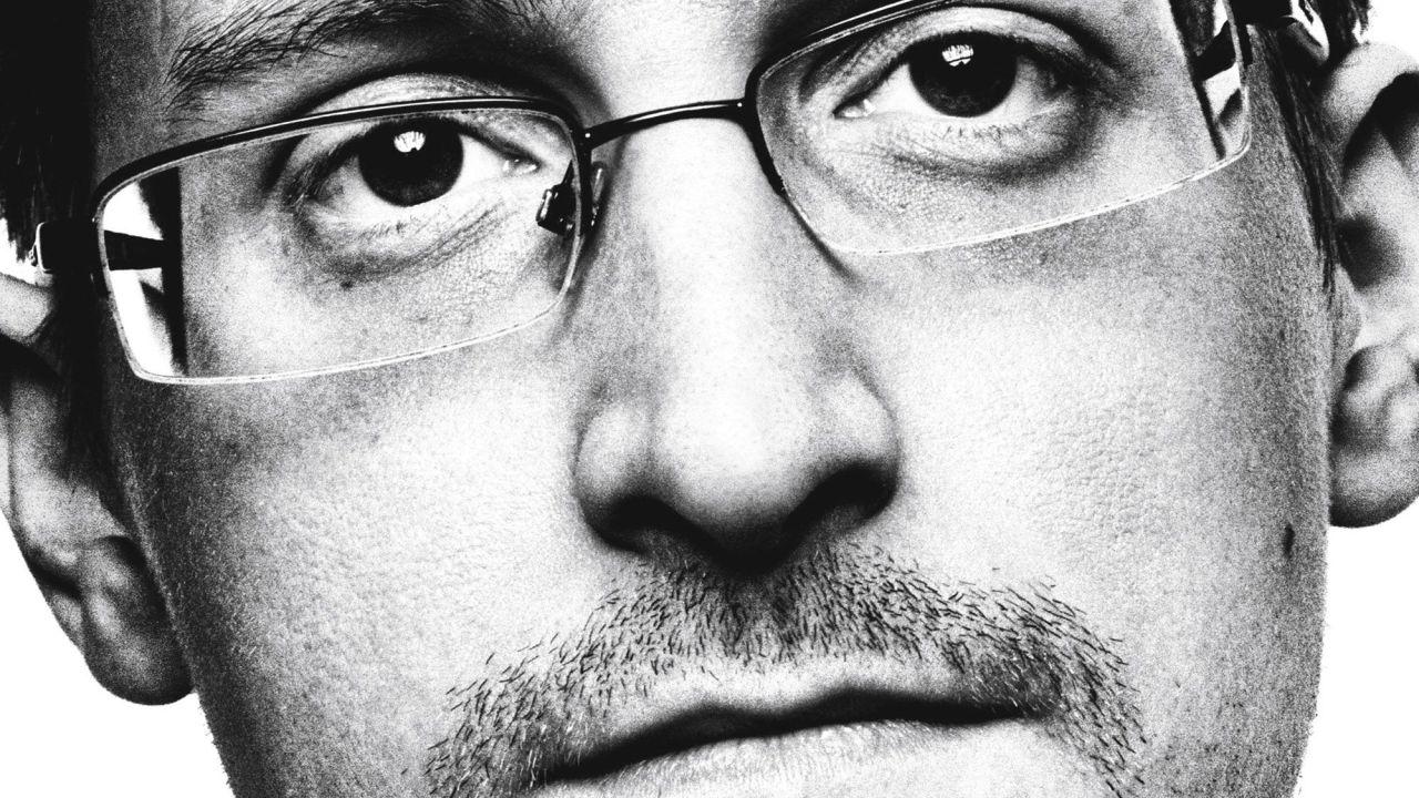 'Vigilancia permanente', las memorias en primera persona de Edward Snowden, uno de los hombres más buscados del mundo