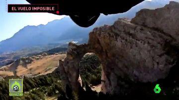 El salto base definitivo: un español intenta atravesar un arco natural en Huesca