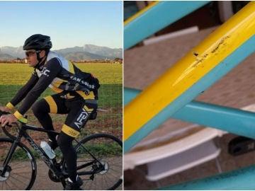 Carlos López enseña su bicicleta rota