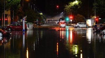 Una de las calles de Valladolid inundada tras la tromba de agua
