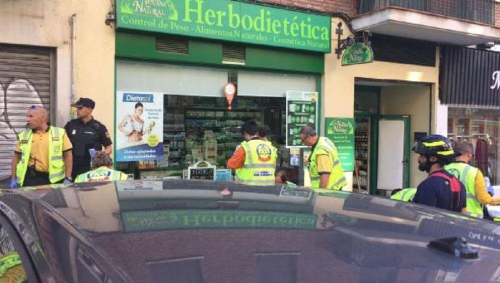 Servicios de emergencias en la calle Infanta Mercedes