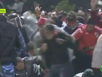 Multitudinaria pelea de barras bravas en Argentina: 86 detenidos tras graves disturbios