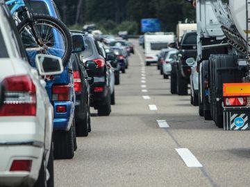Imagen de archivos de coches en carretera